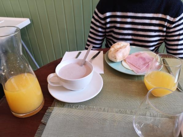 Desayuno en Oryza Guest House and Suites